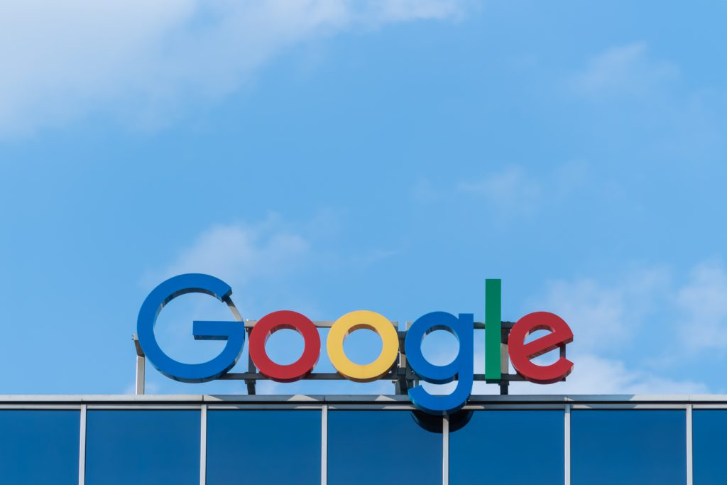 Enseigne avec le logo google